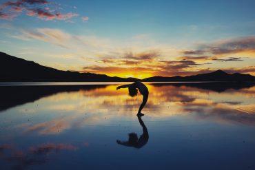 Kombinera yoga med racketsport